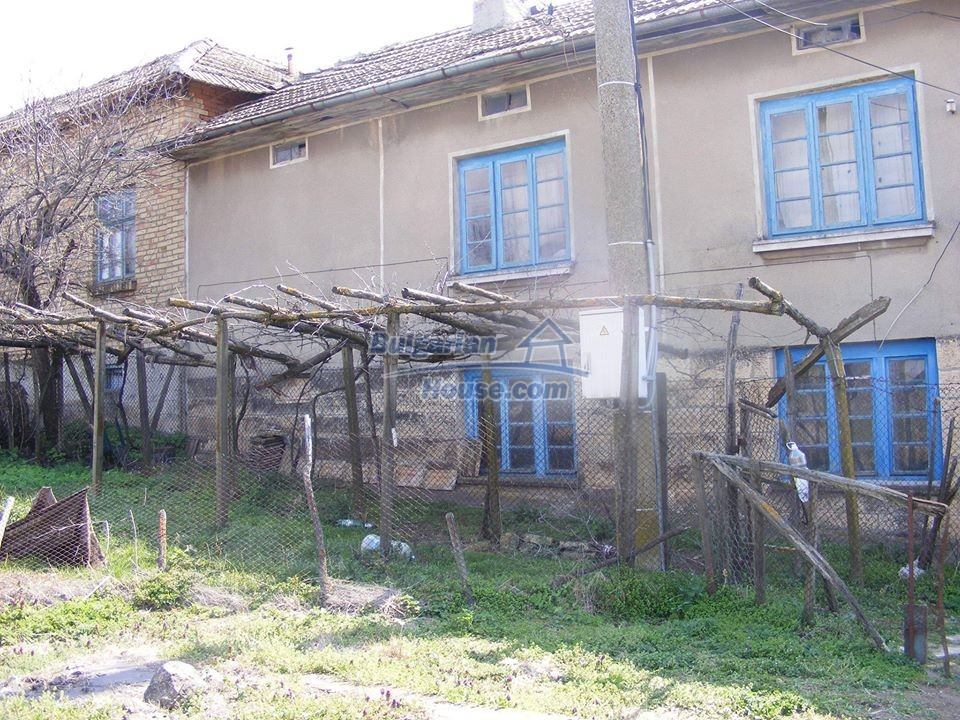 13008:3 - An old village Bulgarian house with lovely views near Popovo
