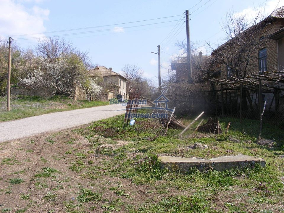 13008:23 - An old village Bulgarian house with lovely views near Popovo