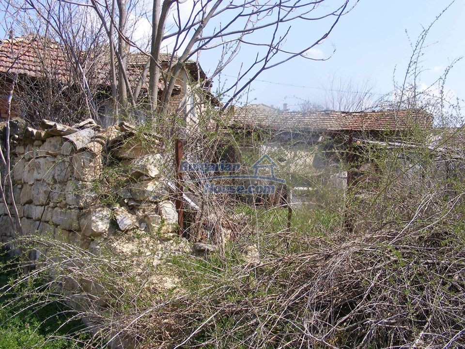 13008:28 - An old village Bulgarian house with lovely views near Popovo