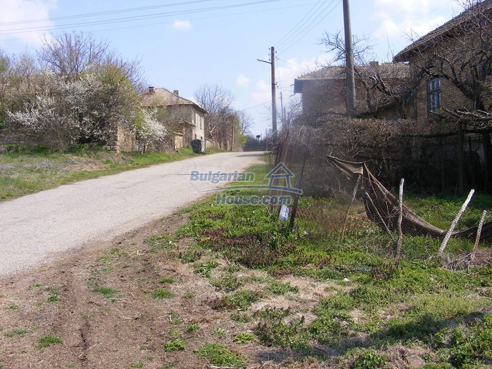 13008:29 - An old village Bulgarian house with lovely views near Popovo