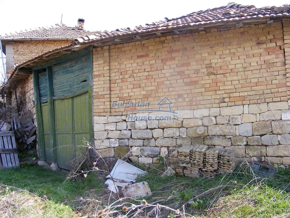 13008:30 - An old village Bulgarian house with lovely views near Popovo
