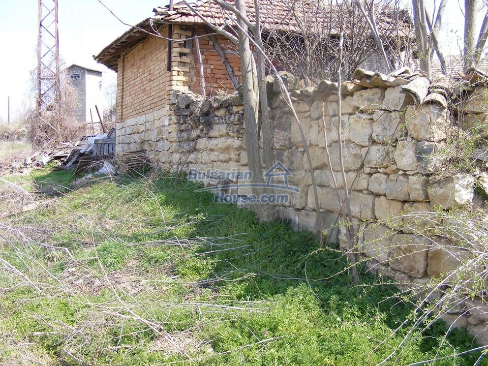 13008:32 - An old village Bulgarian house with lovely views near Popovo