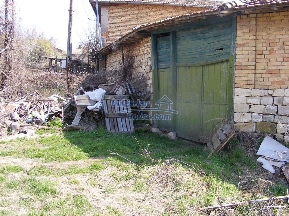 13008:35 - An old village Bulgarian house with lovely views near Popovo