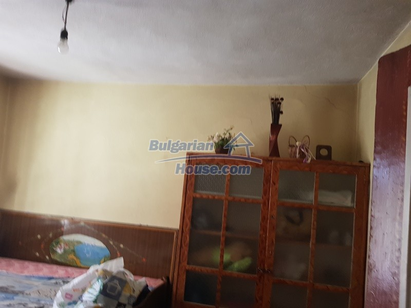 13053:36 - House for sale in lyaskovo 20 km from Plovdiv city