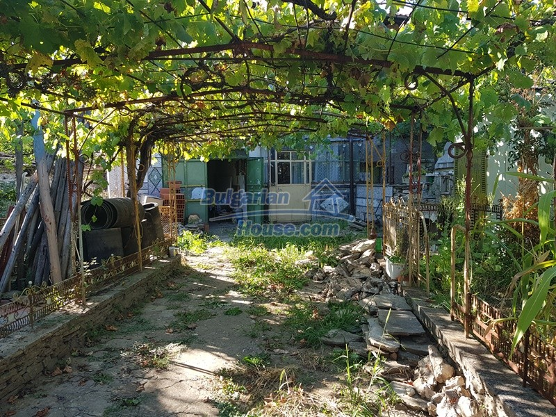 13053:74 - House for sale in lyaskovo 20 km from Plovdiv city