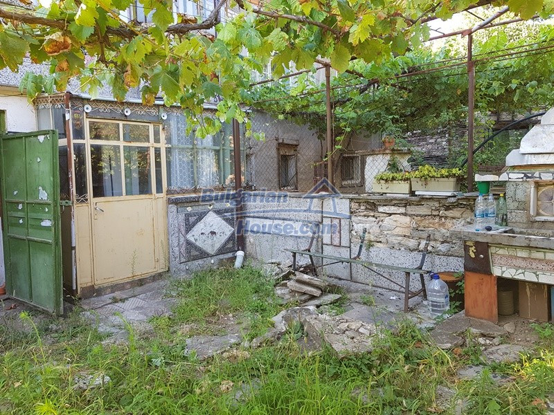 13053:82 - House for sale in lyaskovo 20 km from Plovdiv city