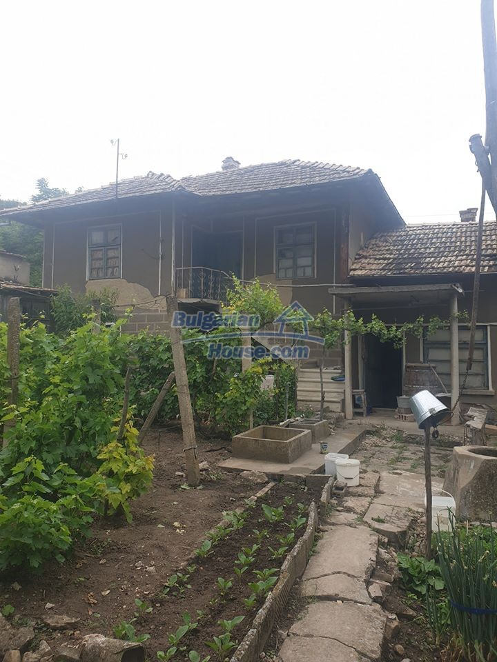 13066:2 - Extremely cheap Bulgarian house  with nice views near Popovo