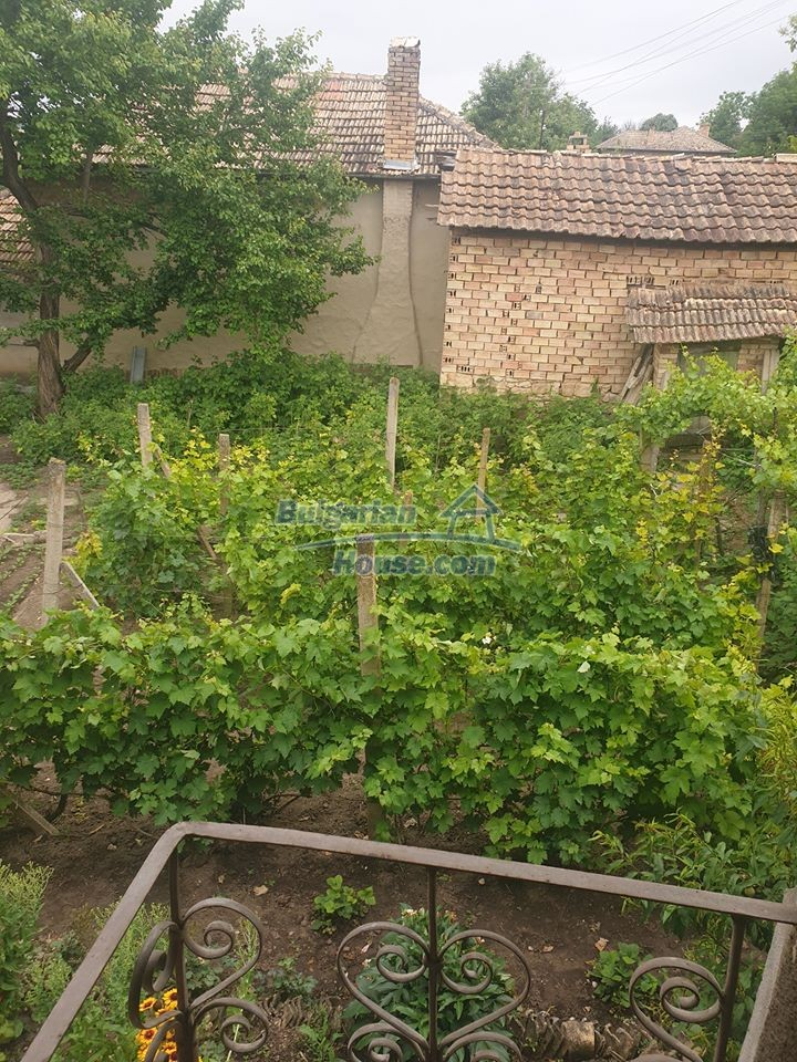 13066:4 - Extremely cheap Bulgarian house  with nice views near Popovo