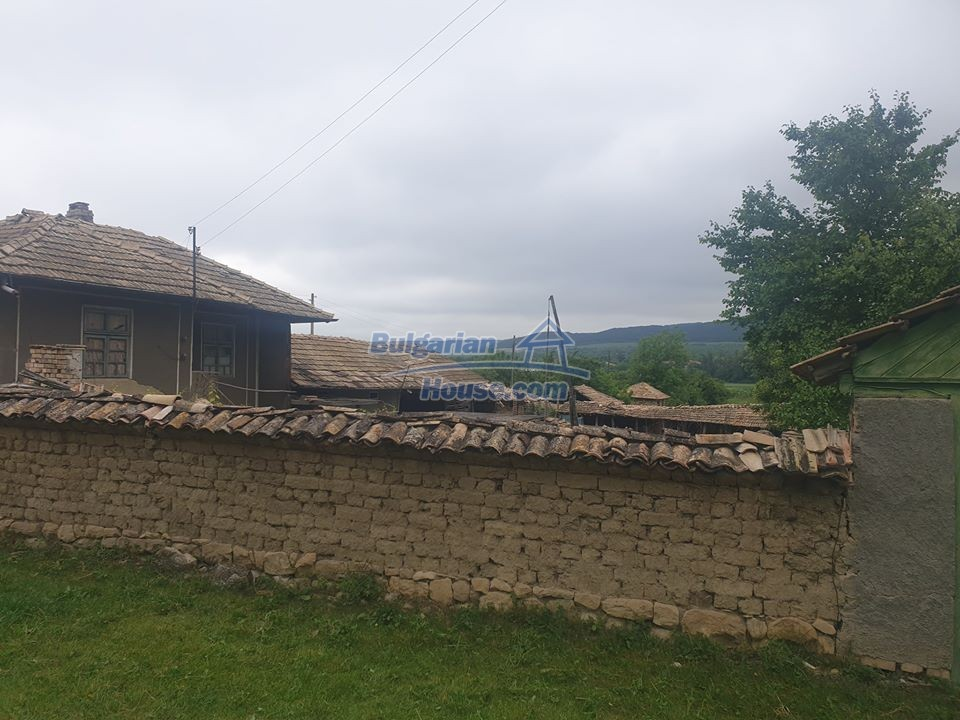 13066:5 - Extremely cheap Bulgarian house  with nice views near Popovo