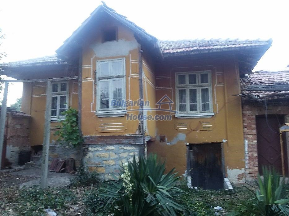 13071:1 - Cheap house for sale  55 km from Veliko Tarnovo with big garden