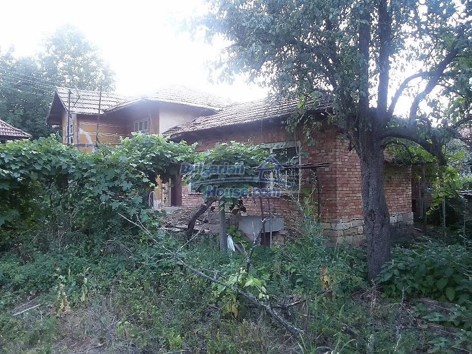 13071:10 - Cheap house for sale  55 km from Veliko Tarnovo with big garden