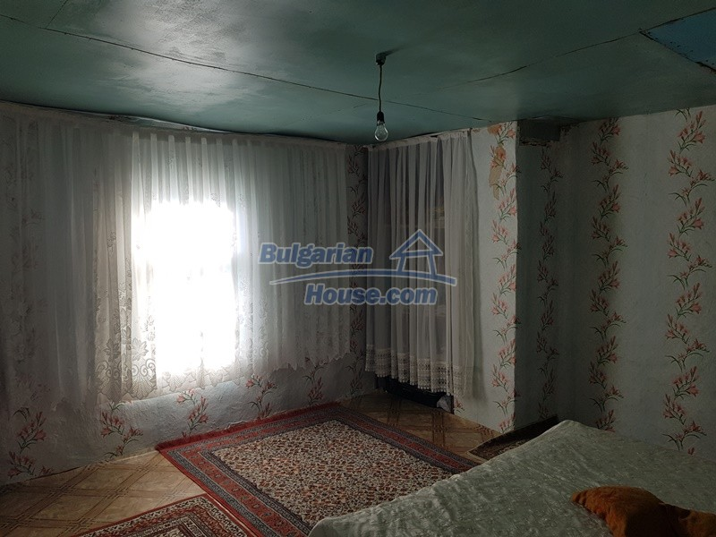 13073:32 - House in good condition  in a peaceful place close to Popovo