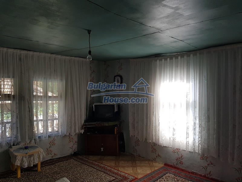 13073:37 - House in good condition  in a peaceful place close to Popovo