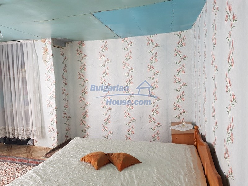 13073:34 - House in good condition  in a peaceful place close to Popovo