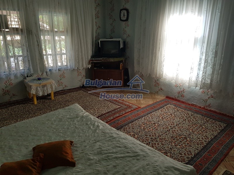 13073:38 - House in good condition  in a peaceful place close to Popovo