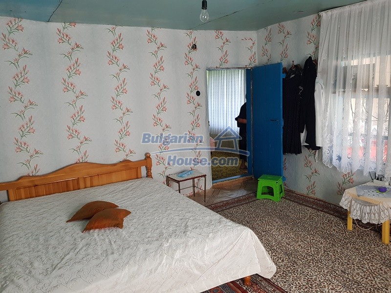 13073:39 - House in good condition  in a peaceful place close to Popovo