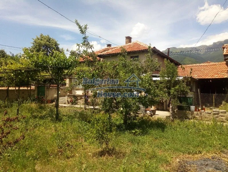 13083:1 - House at the foot of Stara Planina Mountain near Kazanlak