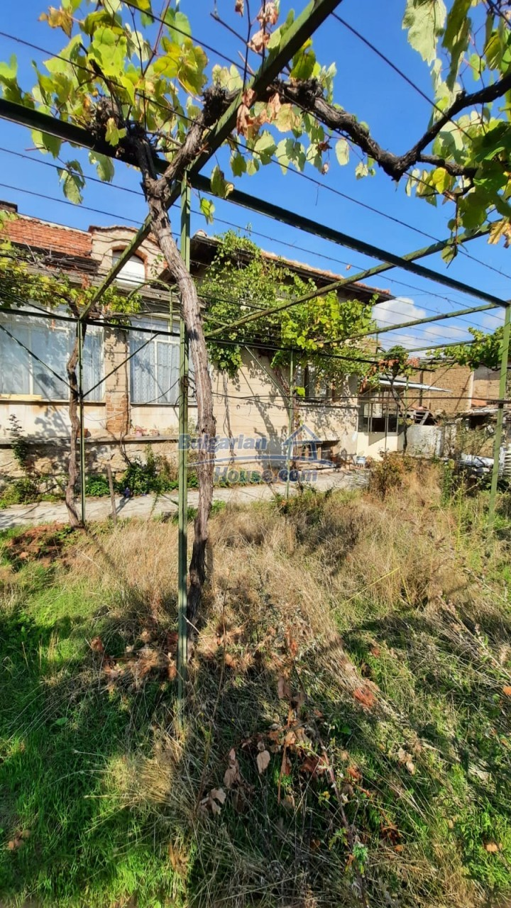 13083:7 - House at the foot of Stara Planina Mountain near Kazanlak