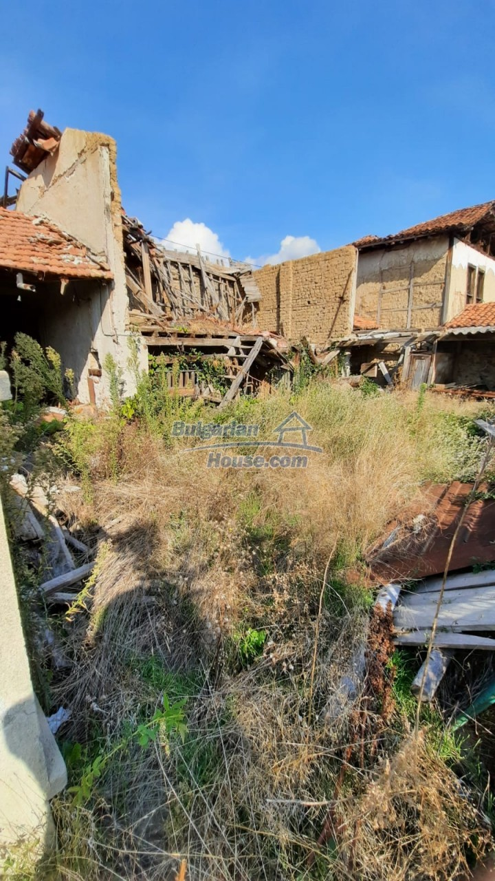 13083:10 - House at the foot of Stara Planina Mountain near Kazanlak