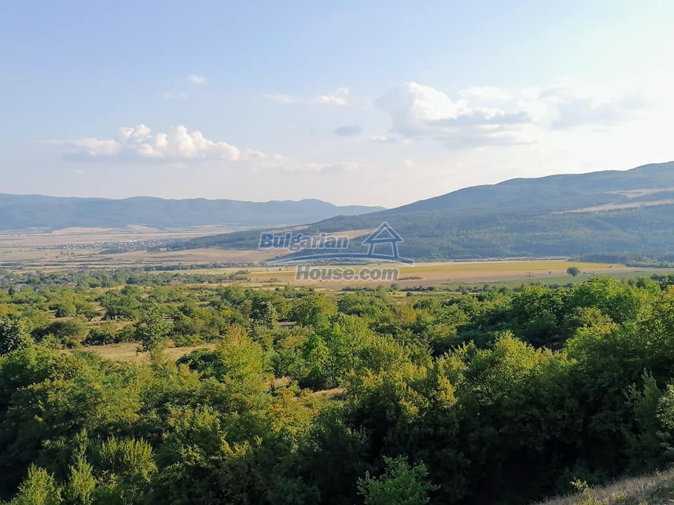 13083:34 - House at the foot of Stara Planina Mountain near Kazanlak