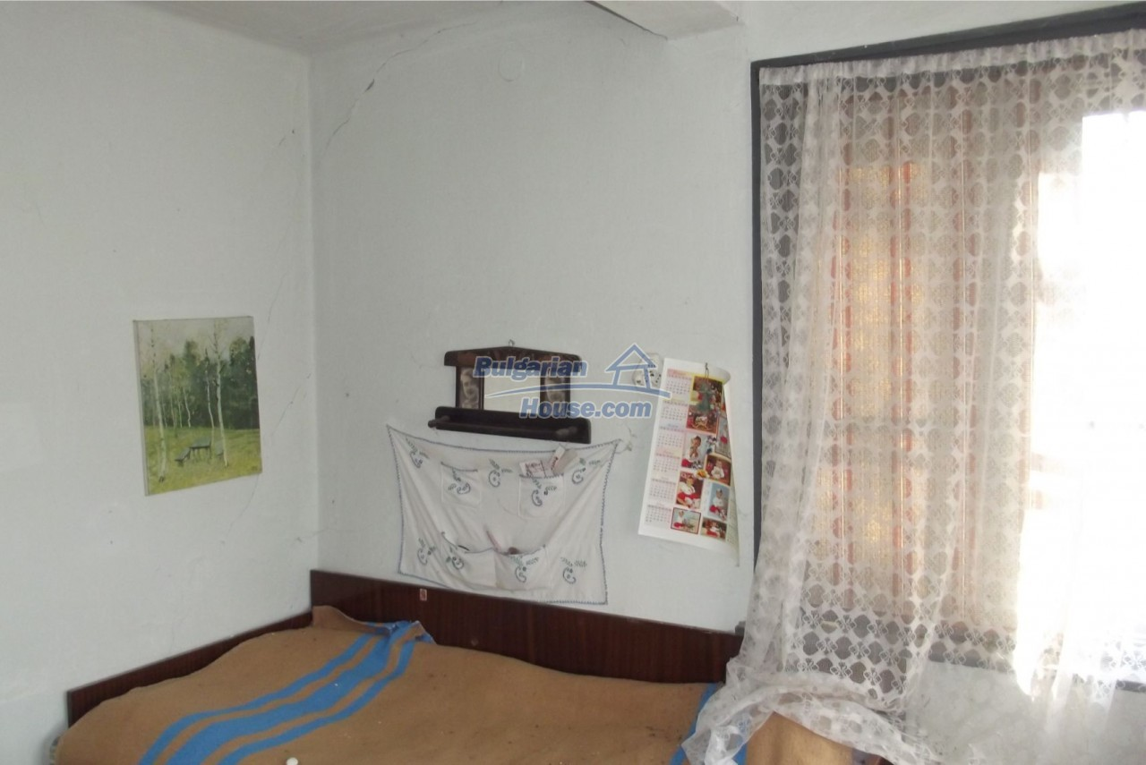 13121:20 - House in good condition 40 km from Vratsa with spacious yard