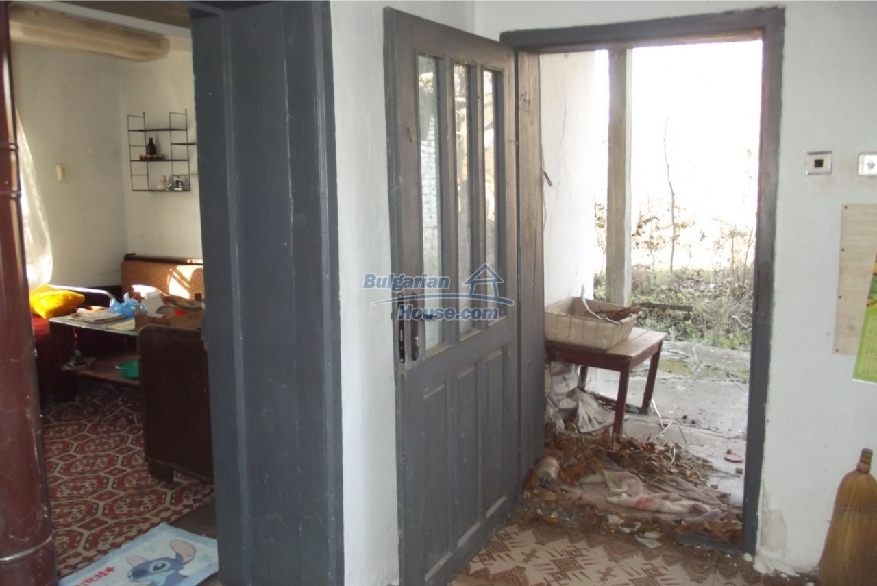 13121:21 - House in good condition 40 km from Vratsa with spacious yard