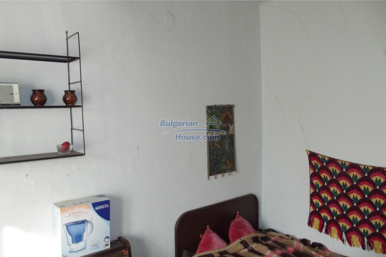 13121:28 - House in good condition 40 km from Vratsa with spacious yard