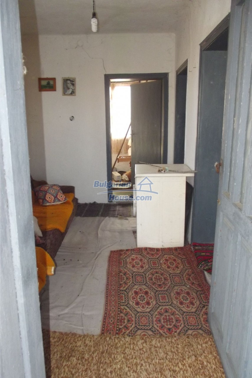 13121:34 - House in good condition 40 km from Vratsa with spacious yard