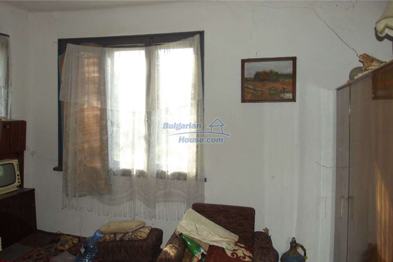 13121:41 - House in good condition 40 km from Vratsa with spacious yard