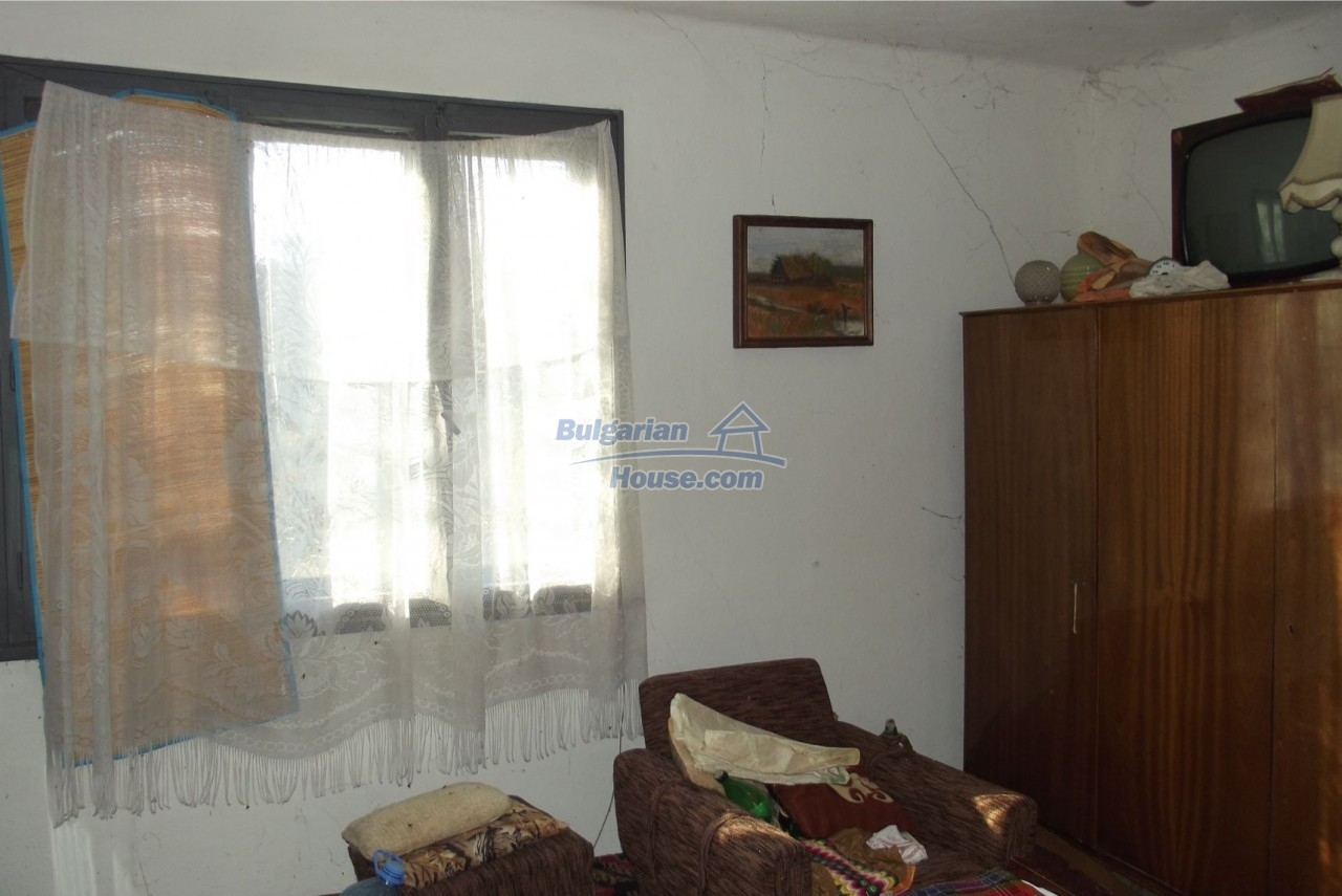 13121:45 - House in good condition 40 km from Vratsa with spacious yard