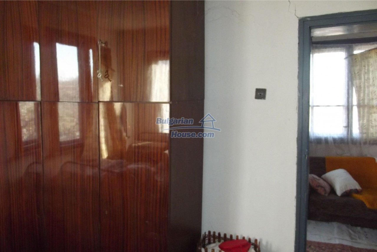 13121:49 - House in good condition 40 km from Vratsa with spacious yard