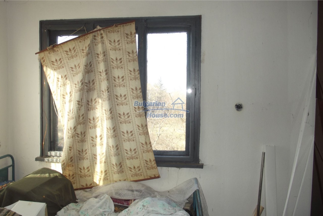 13121:48 - House in good condition 40 km from Vratsa with spacious yard