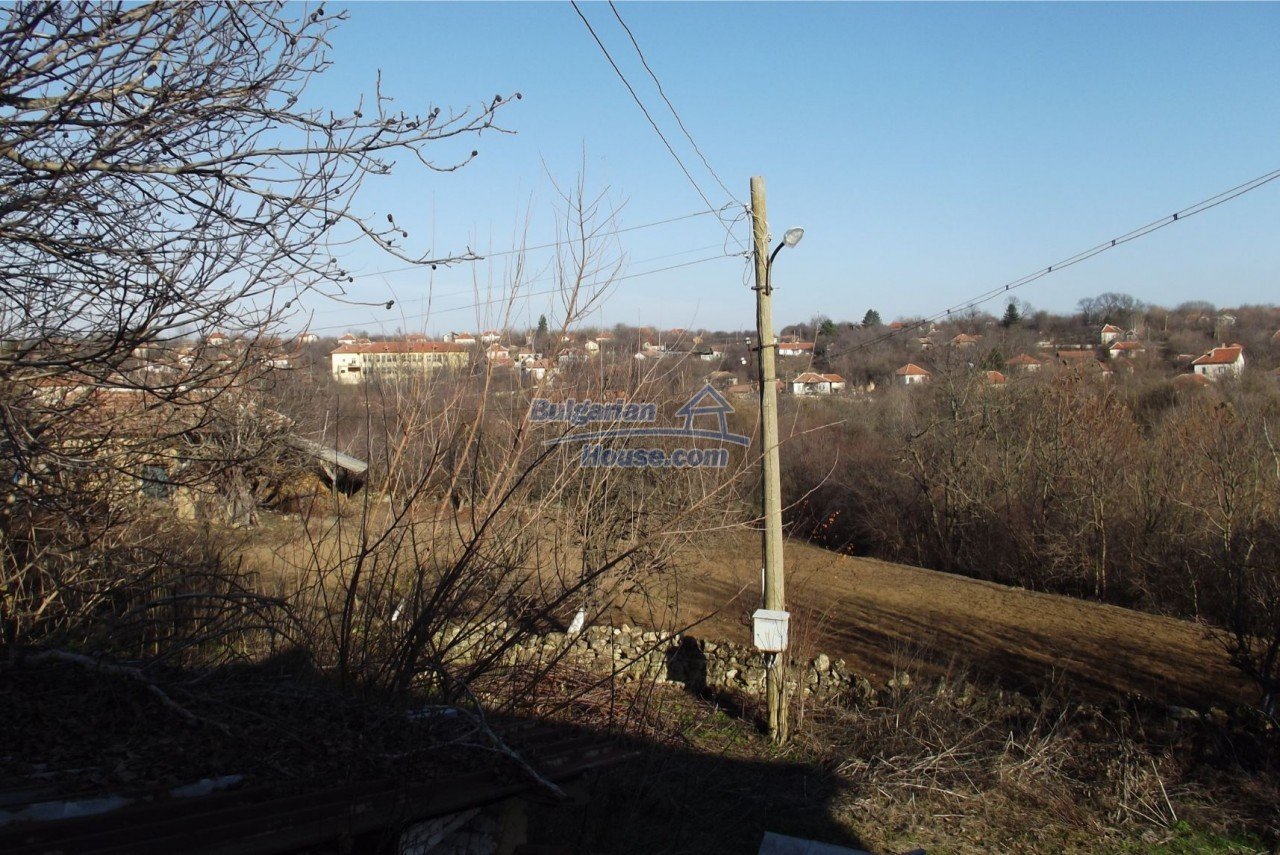 13121:52 - House in good condition 40 km from Vratsa with spacious yard