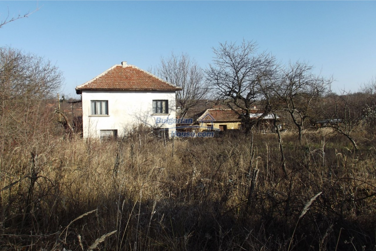 13121:60 - House in good condition 40 km from Vratsa with spacious yard