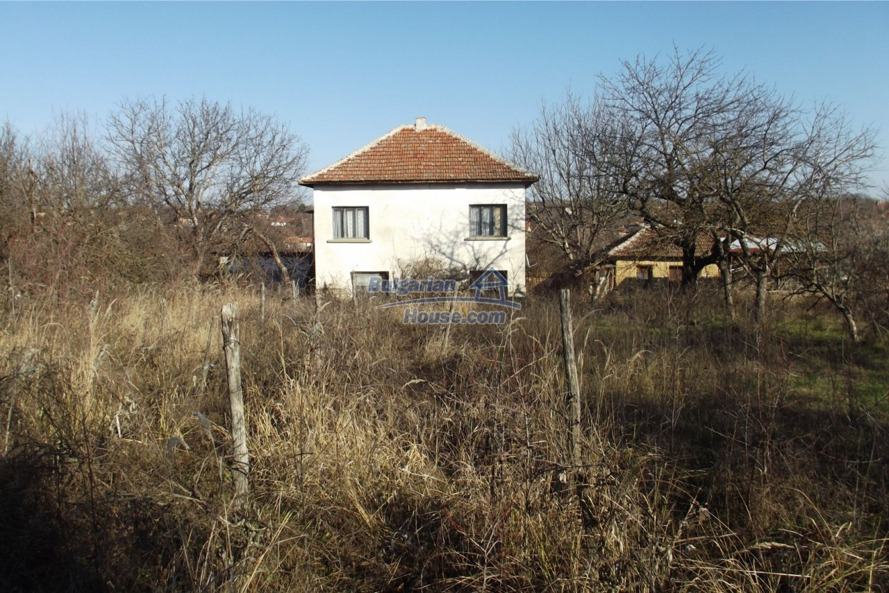 13121:59 - House in good condition 40 km from Vratsa with spacious yard