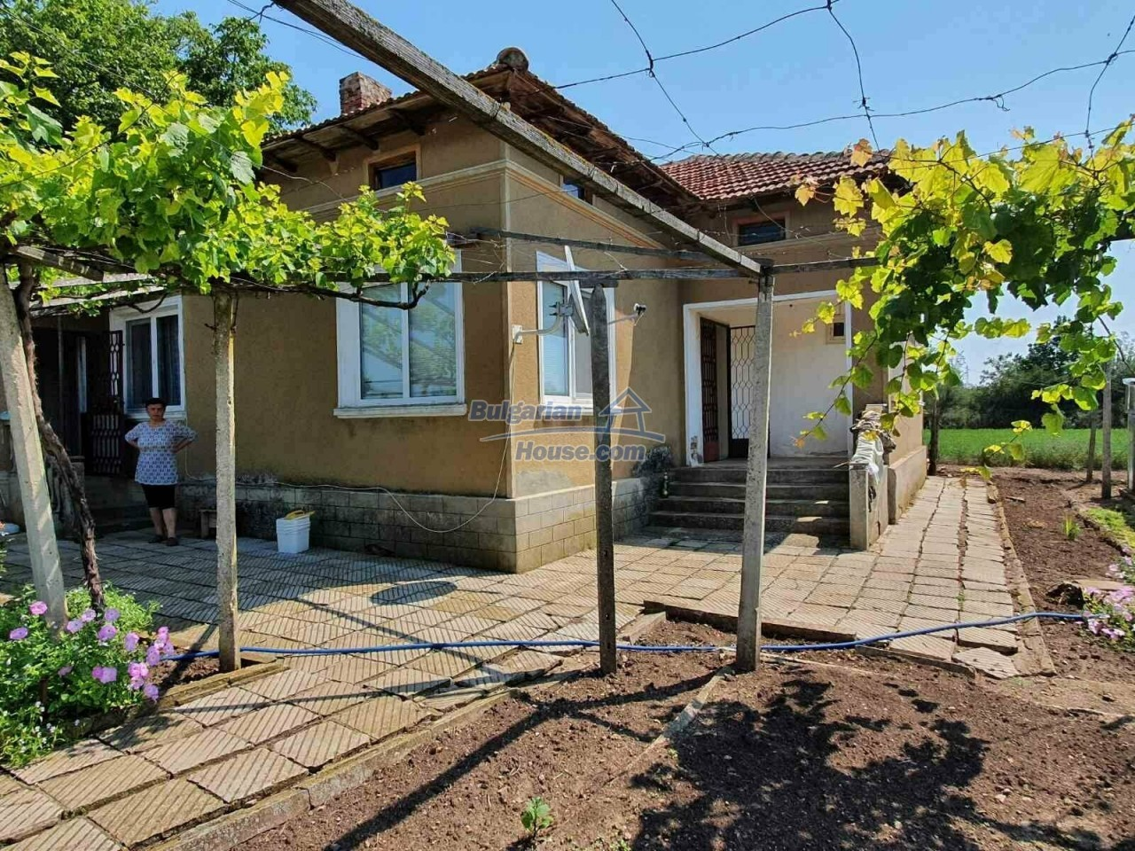 13154:2 -  Bulgarian house 24 km from the sea with 3500sq.m garden Kavarna