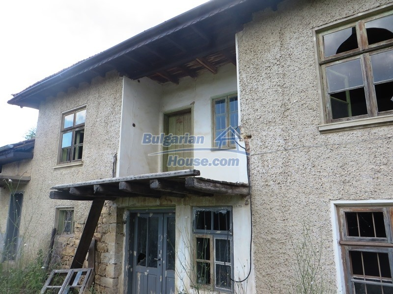 13162:1 - Two houses, barn and a garden of 5000 sq.m near Veliko Tarnovo
