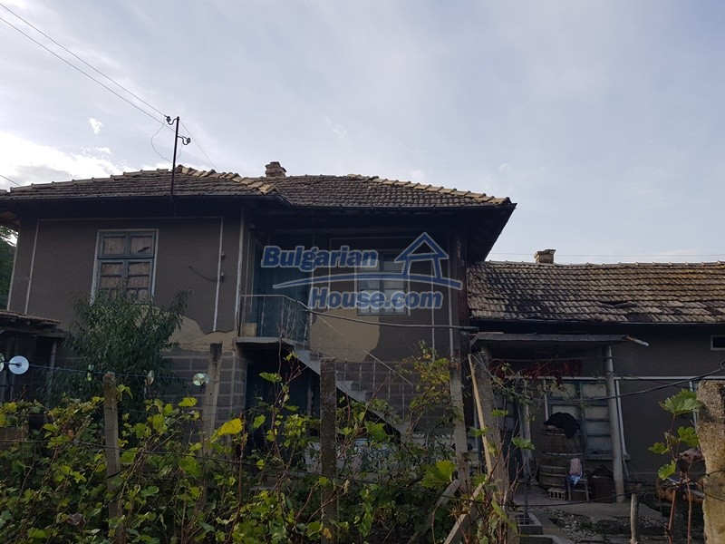 13066:6 - Extremely cheap Bulgarian house  with nice views near Popovo