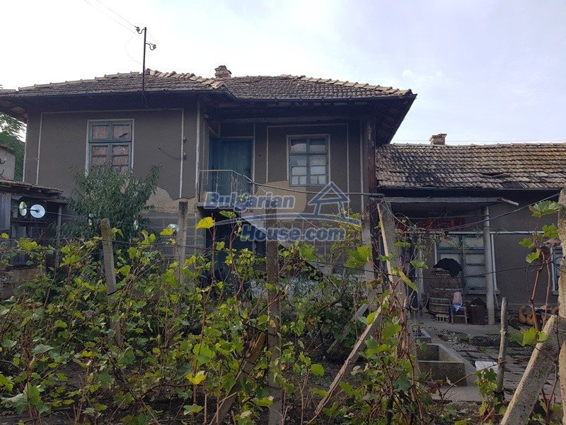 13066:1 - Extremely cheap Bulgarian house  with nice views near Popovo