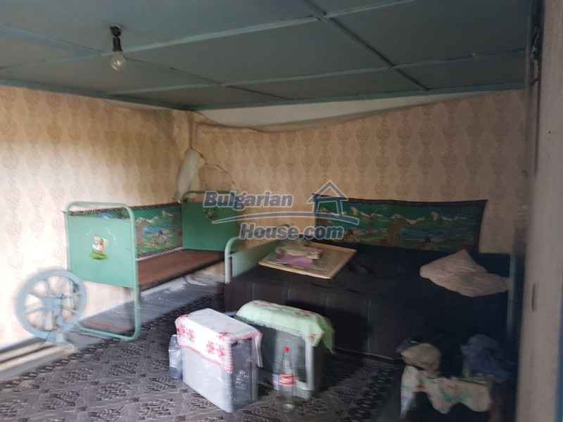 13066:14 - Extremely cheap Bulgarian house  with nice views near Popovo