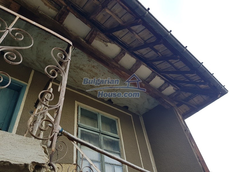 13066:22 - Extremely cheap Bulgarian house  with nice views near Popovo