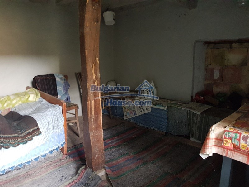 13066:19 - Extremely cheap Bulgarian house  with nice views near Popovo