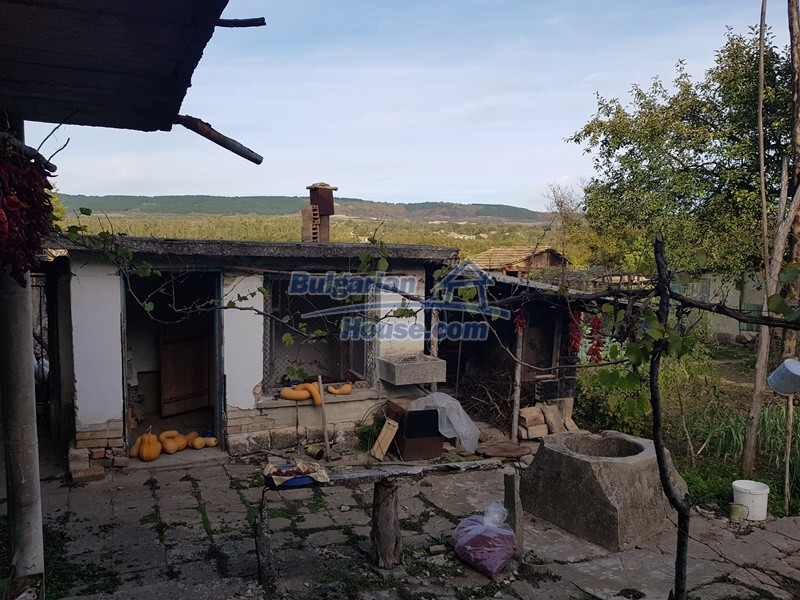 13066:13 - Extremely cheap Bulgarian house  with nice views near Popovo