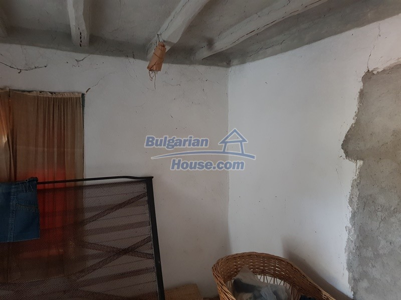 13066:27 - Extremely cheap Bulgarian house  with nice views near Popovo