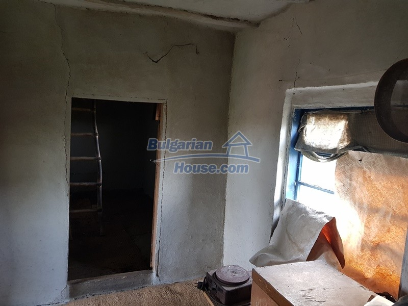 13066:32 - Extremely cheap Bulgarian house  with nice views near Popovo