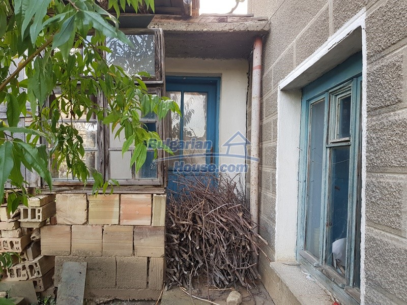 13066:23 - Extremely cheap Bulgarian house  with nice views near Popovo