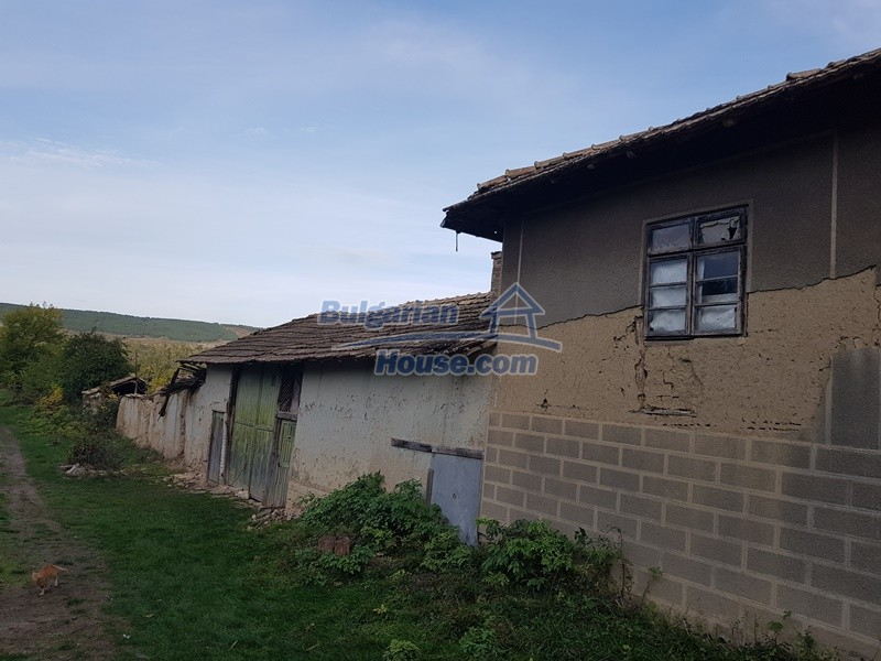 13066:48 - Extremely cheap Bulgarian house  with nice views near Popovo