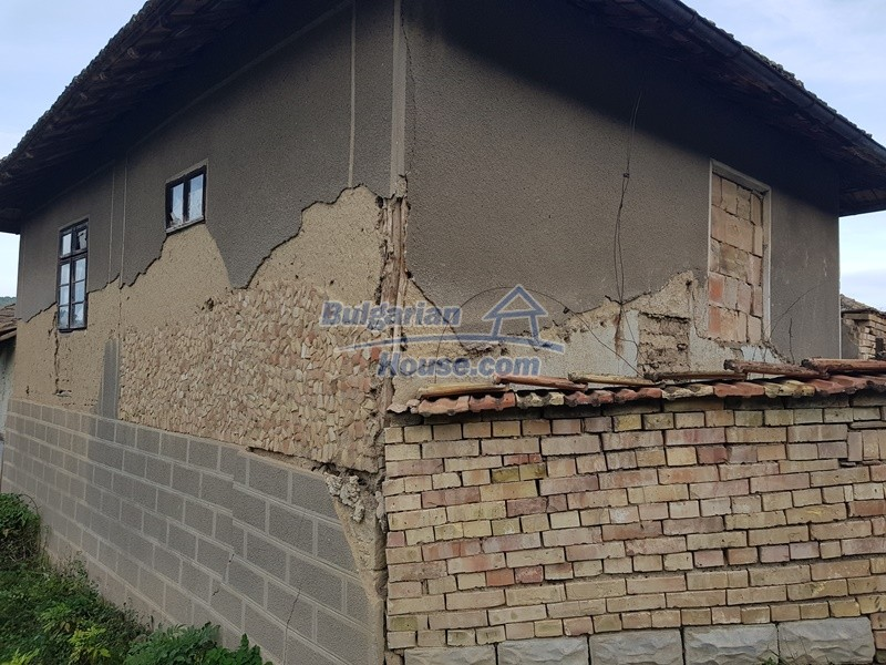 13066:50 - Extremely cheap Bulgarian house  with nice views near Popovo