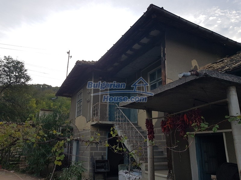 13066:47 - Extremely cheap Bulgarian house  with nice views near Popovo