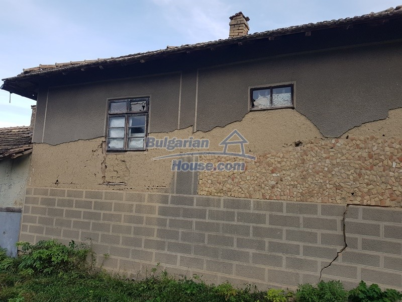 13066:49 - Extremely cheap Bulgarian house  with nice views near Popovo